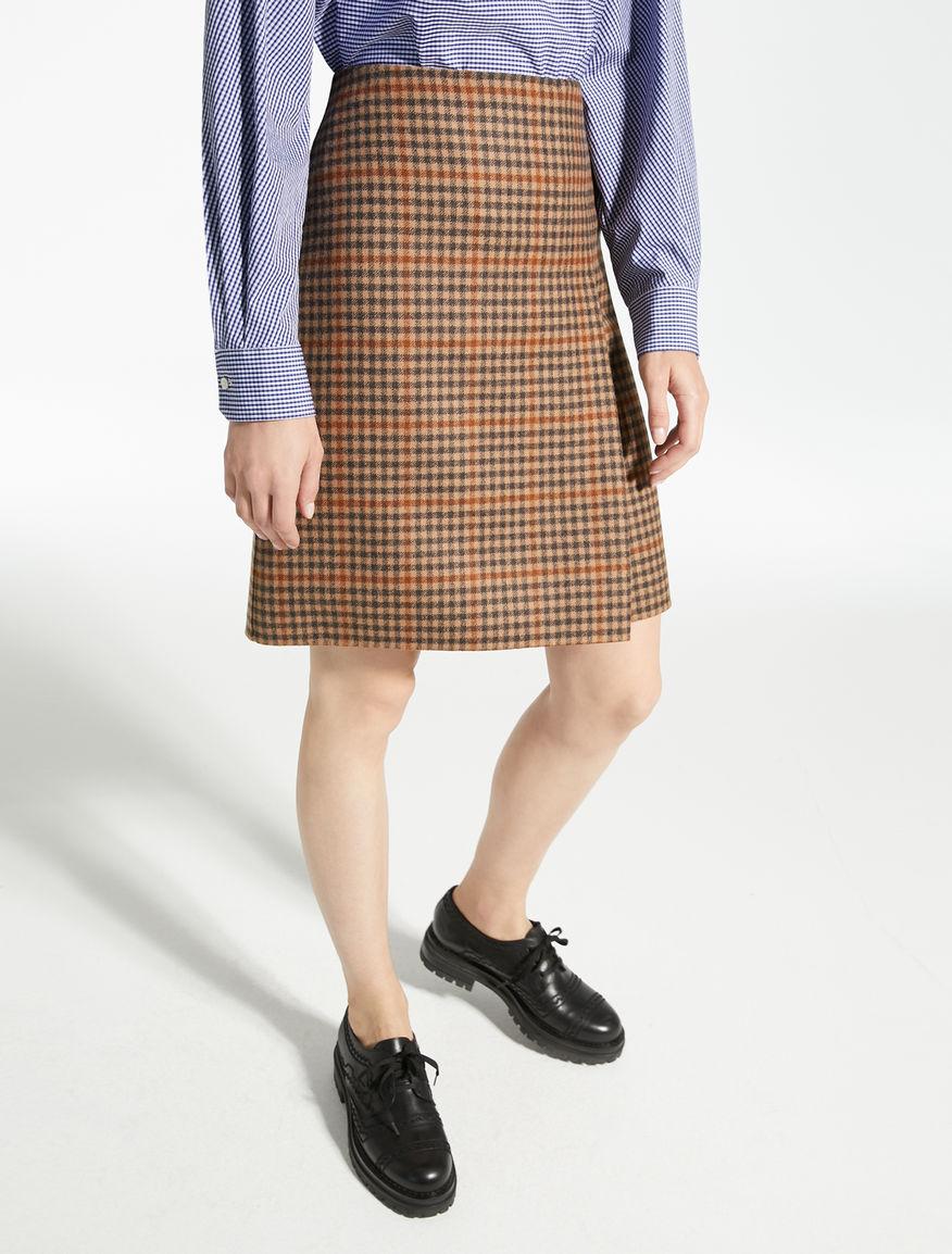 ヴァージンウールスカート