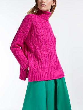 Wool yarn sweater