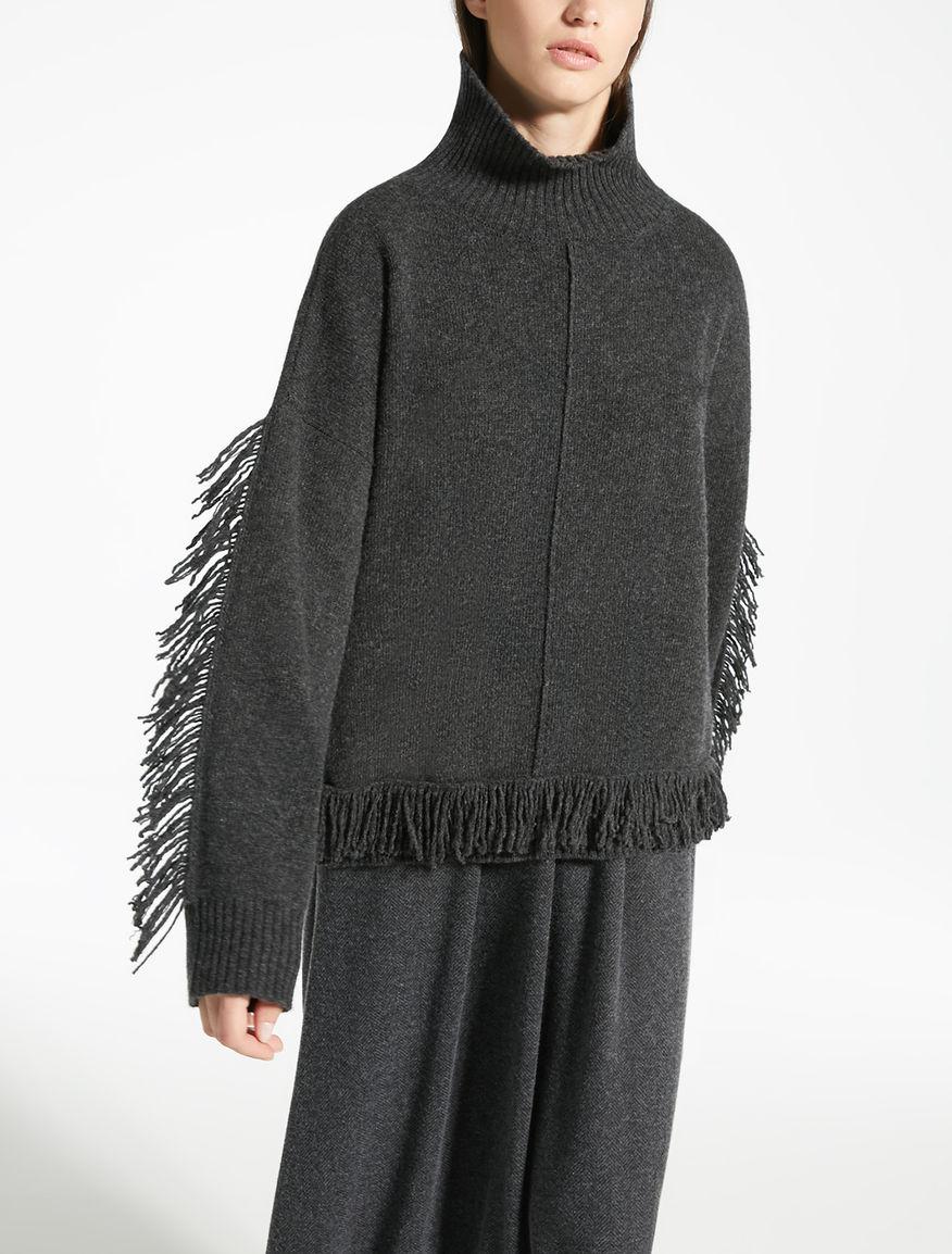 Wool yarn jumper