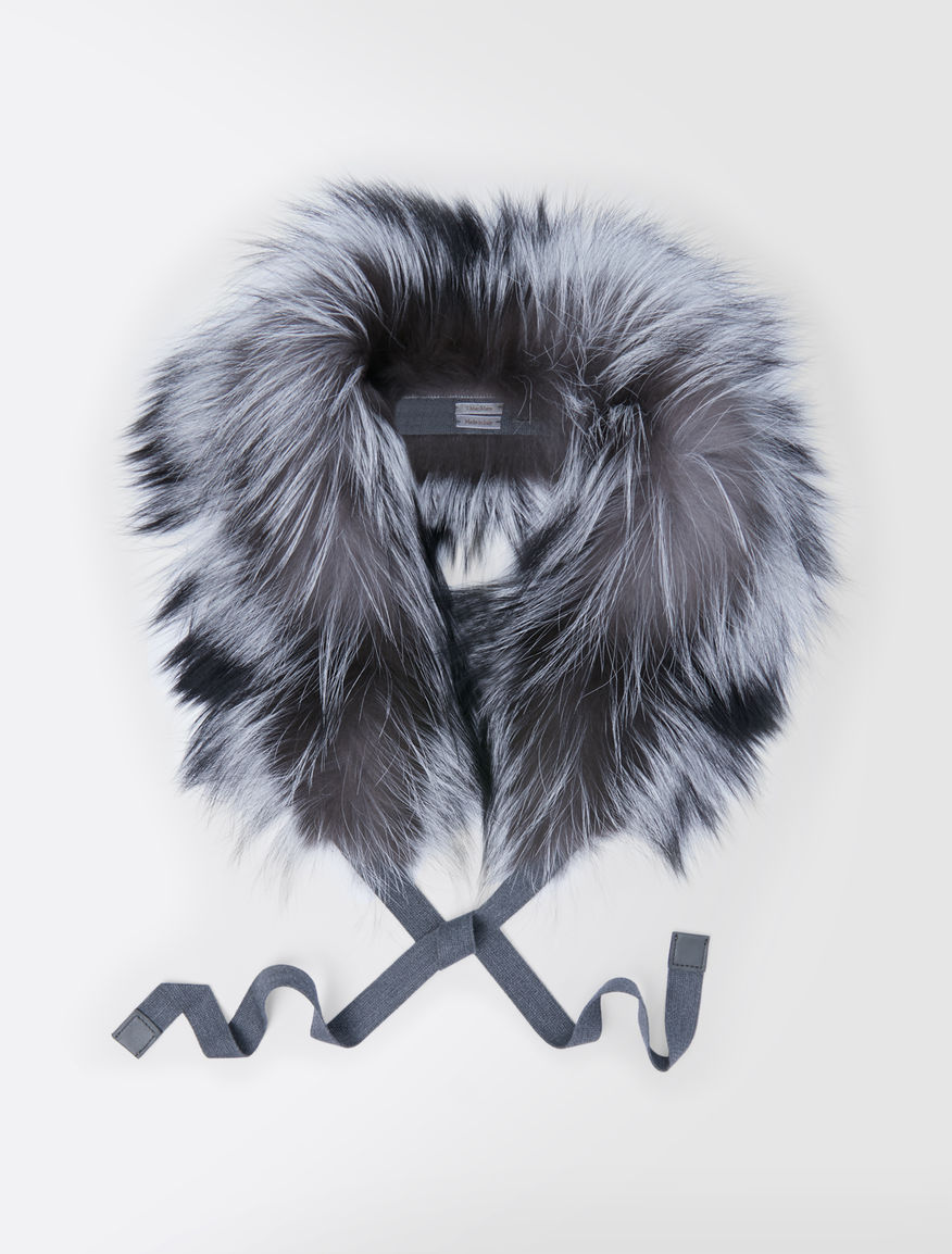 Silvery fox-fur hood trim
