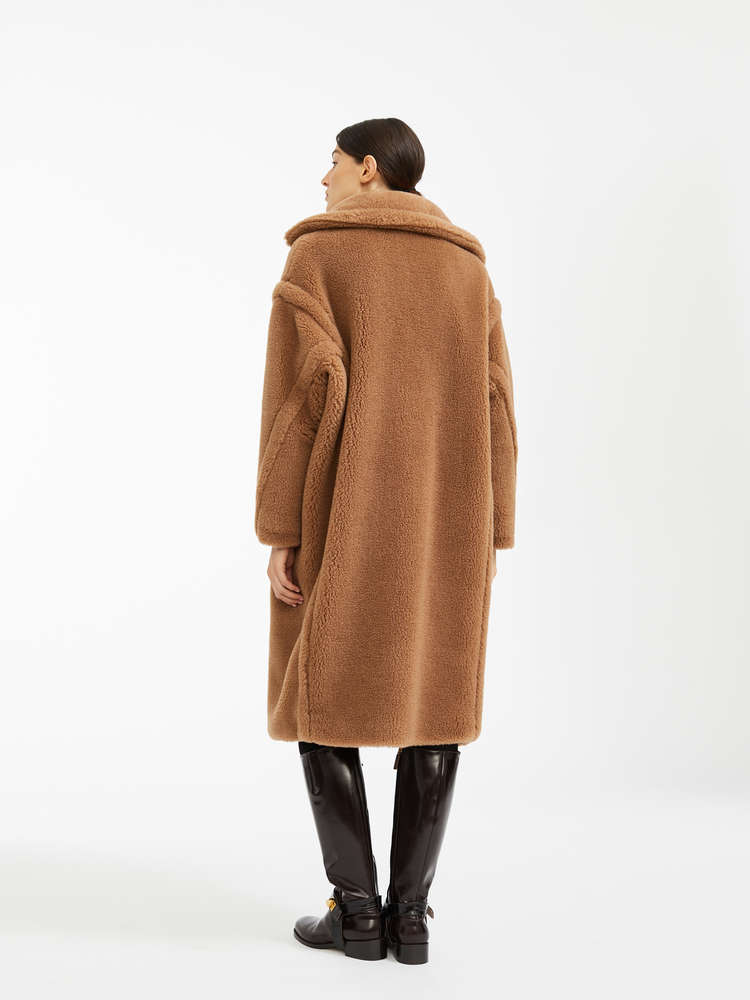 https://b2c-media.maxmara.com/sys-master/m0/MM/2019/1/1016118306/001/s3details/1016118306001-d-teddy_thumbnail.jpg#thumbnail