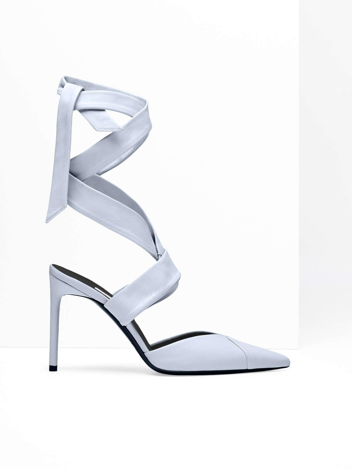 Zapato escotado de napa