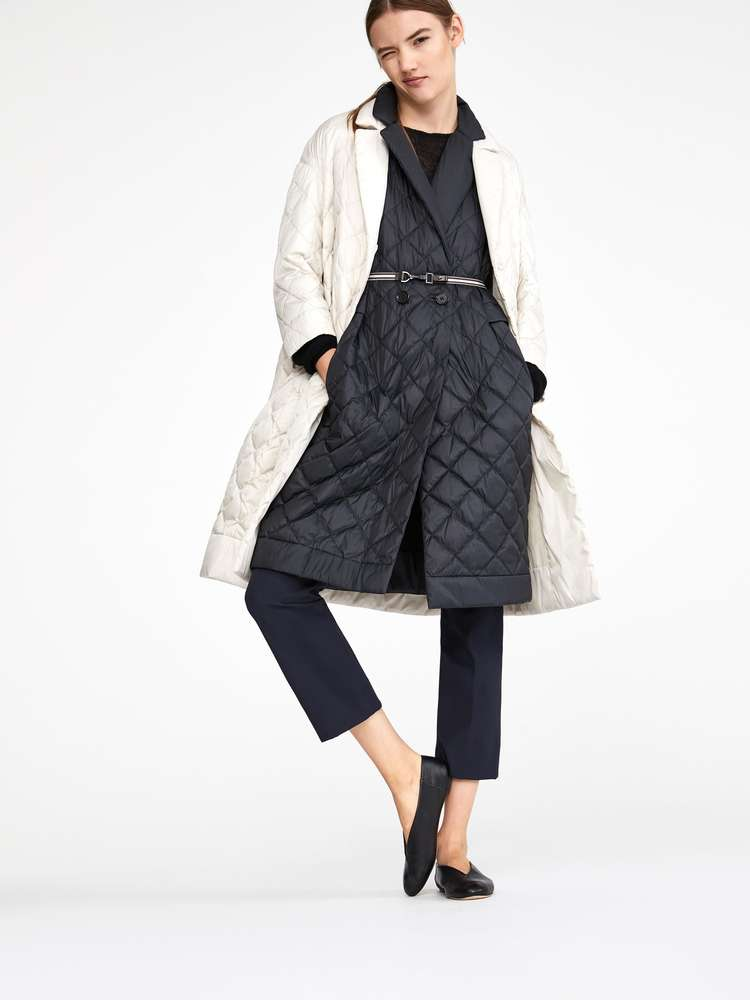 Lightweight water-repellent down coat