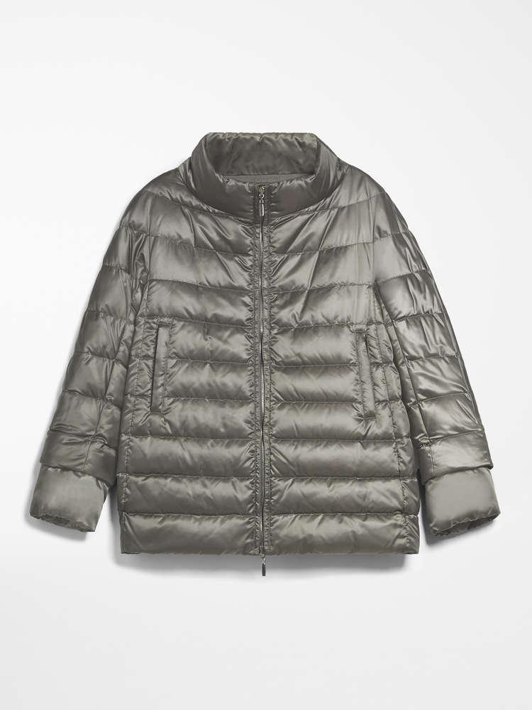 Reversible down coat in water-repellent satin