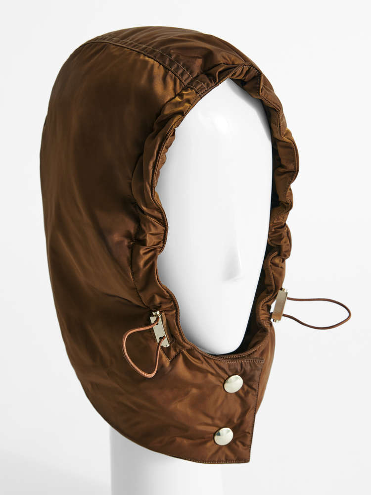 Water-resistant taffeta hood