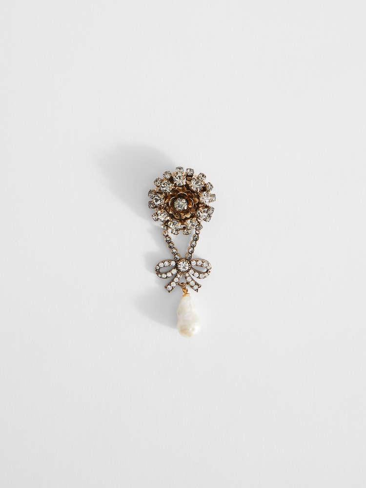 Rhinestone brooch with pearls