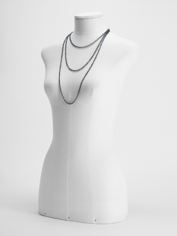 Long necklace in glass and metal