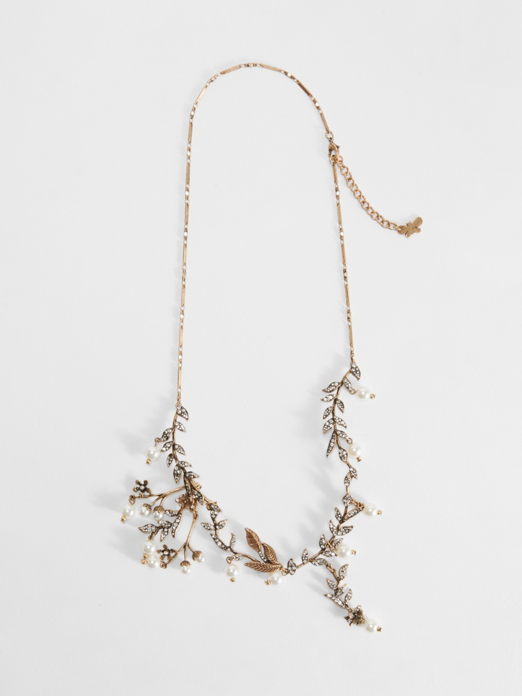 Flower necklace with pearl details