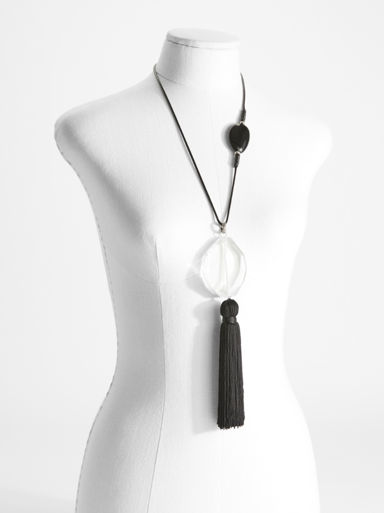 Necklace with maxi tassel pendant