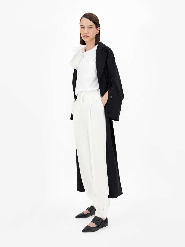 Leichter Mantel aus Wollkrepp