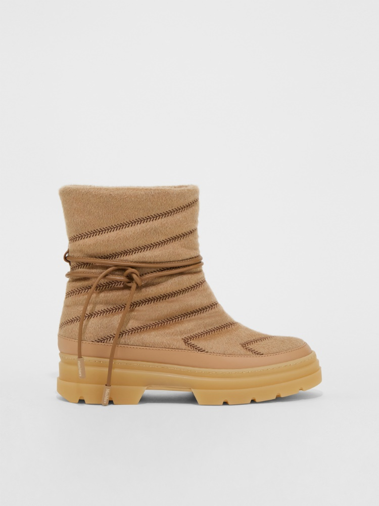 Cashmere moon boot