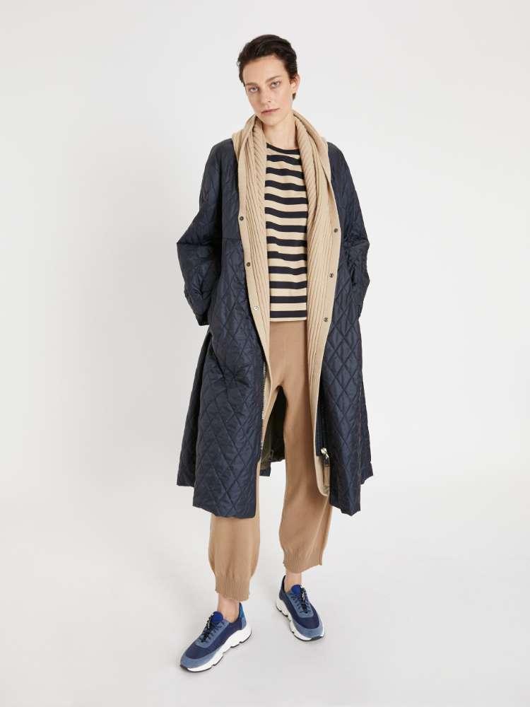 Wool yarn trousers