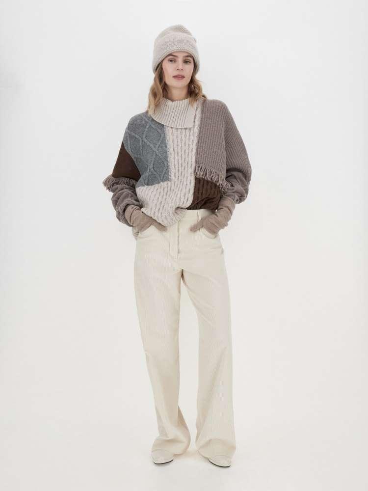Wool yarn sweater