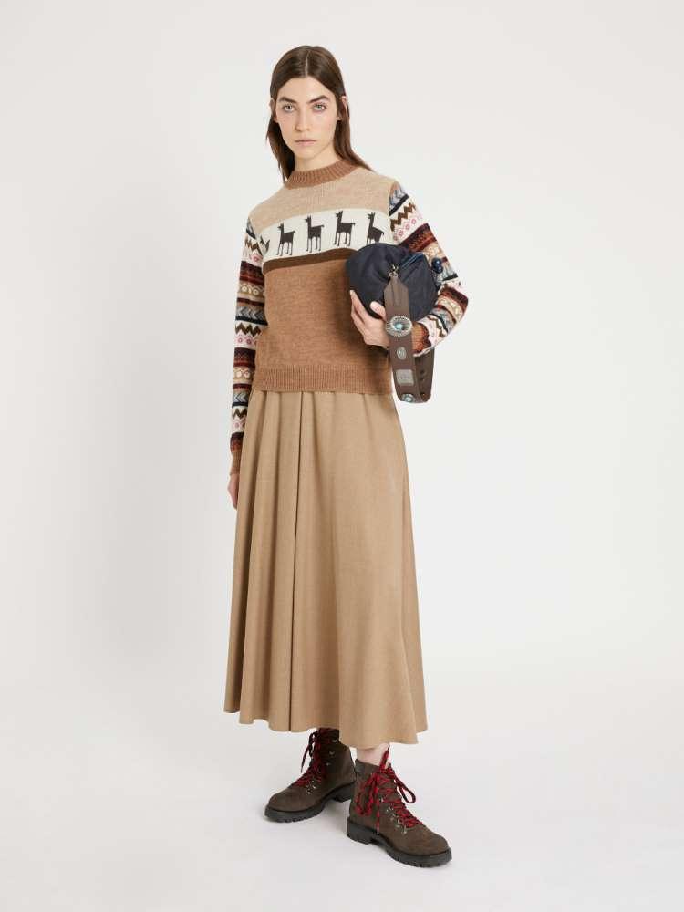 Wool and alpaca yarn sweater