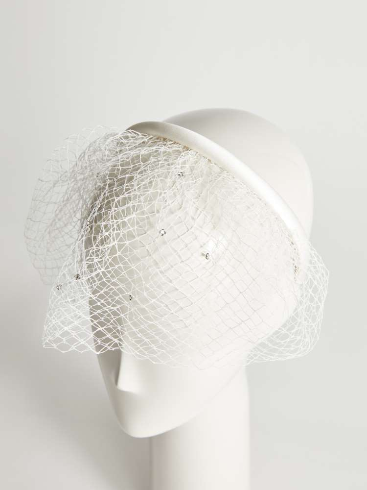 Headband with veil and rhinestones
